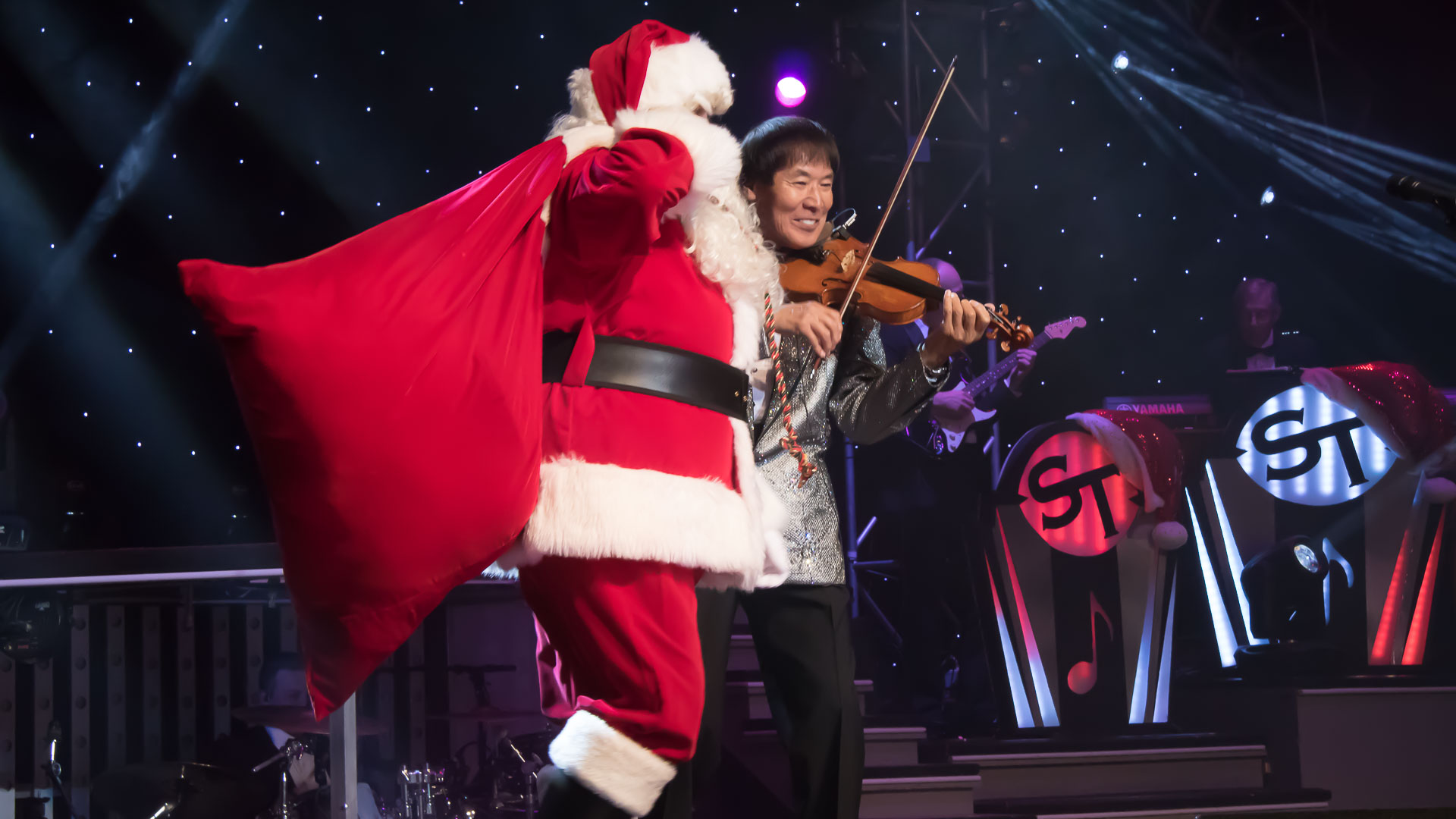 1181029 Shoji Tabuchi Christmas Santa 1 - Shoji returns to the Branson stage with his incredible Christmas show